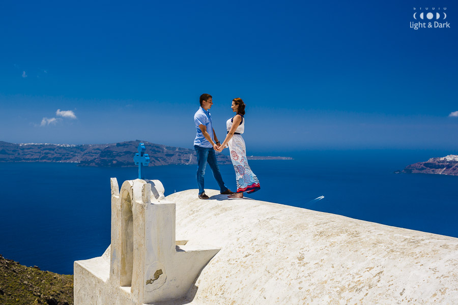 Santorini love story photography by Alexander Hadji