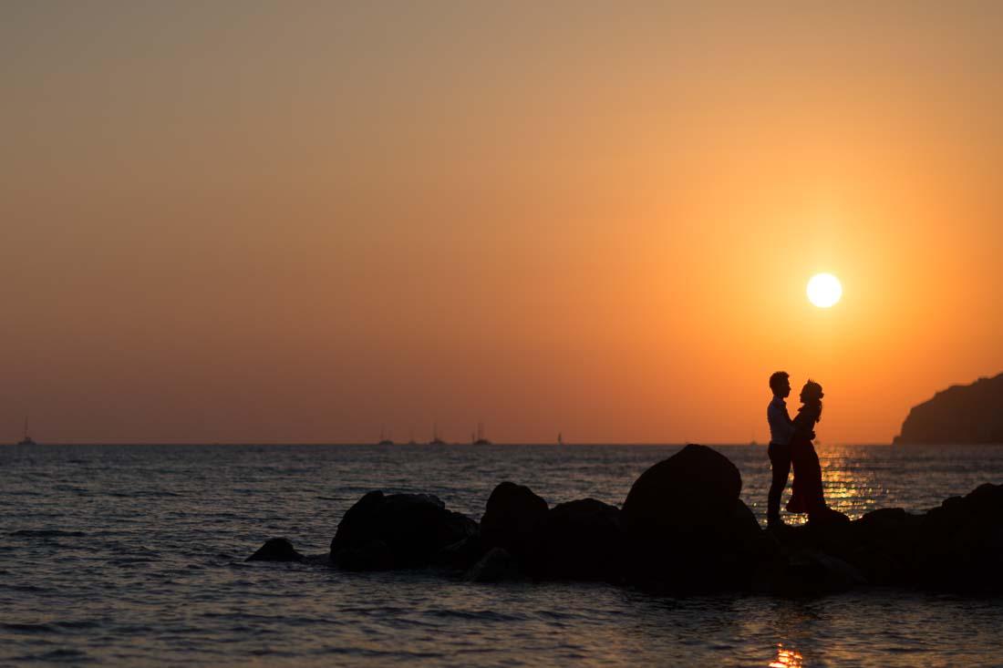 Santorini pre-wedding photo shoot