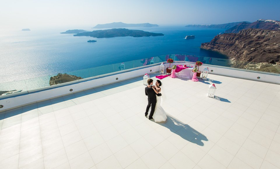 Santorini photographer Alexander Hadji: book a photo shoot now!